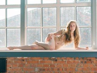 AliceToker shows webcam sex
