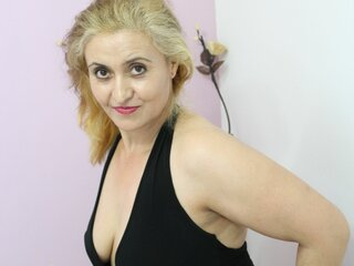 blondyhoty webcam shows real